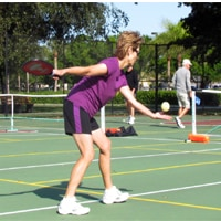 underhand pickleball serve